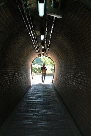 ひだまり 大人 トンネル.jpg